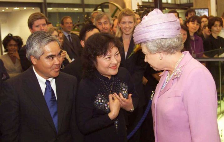 FILE - In this Tuesday, June 27, 2000 file photo, Britain's Queen Elizabeth II, right, opens the new Wellcome Wing of London 's Science Museum with Associated Press photographer Nick Ut, left and Phan Thi Kim Phuc, center. Phuc was the main subject in Ut's iconic image of the aftermath of a June 8, 1972 napalm attack in Vietnam. The image is featured in the museum. (AP Photo/Ian Jones, Pool)